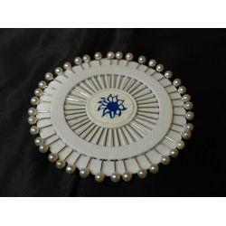 Biele ozdobné špendlíky
