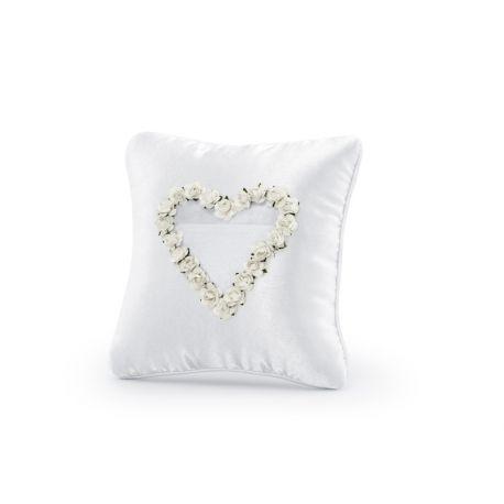Svadobný vankúšik pod obrúčky so srdcom z bielych kvetov