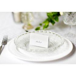 Biela menovka na stôl s perleťovým ornamentom